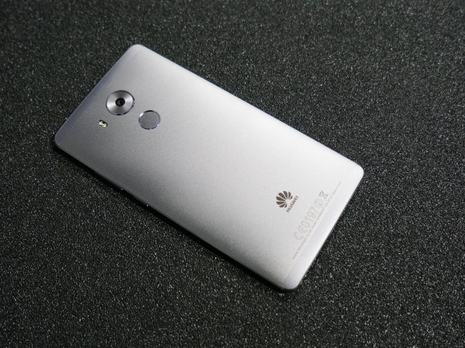 Maketh-the-man-Huawei-mate8-Flat