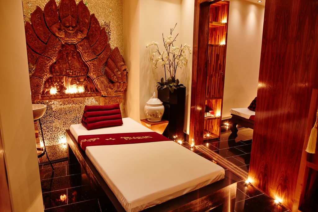 maketh-the-man-thai-square-spa-black-corridor-treatment-room