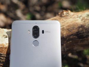 Maketh-the-man-Anton-Welcome-Huawei-Mate9-smartphone-dual-leica-lens