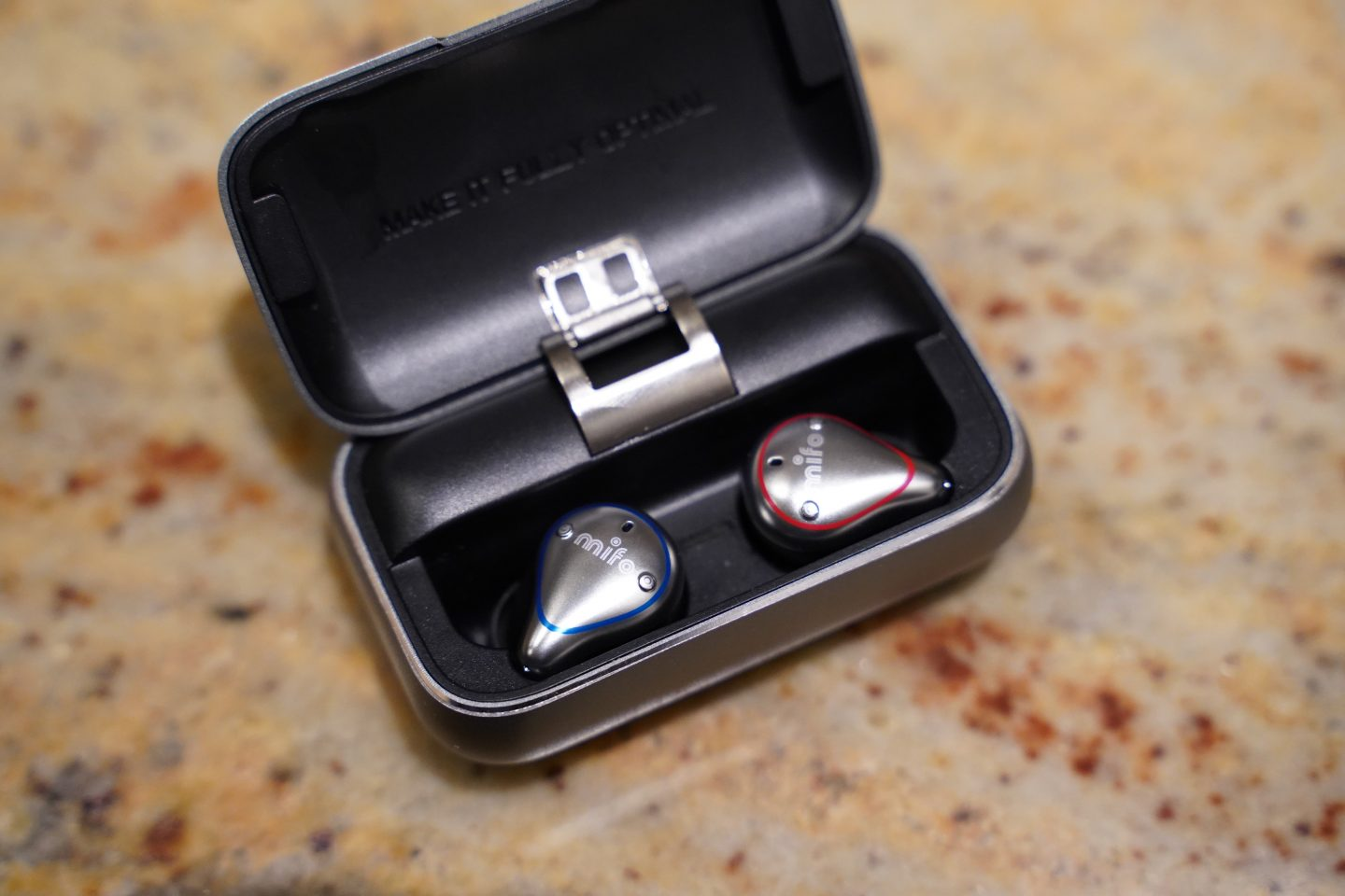 Maketh_the_man-Anton_Welcome-Mifo-05_plus-earbuds