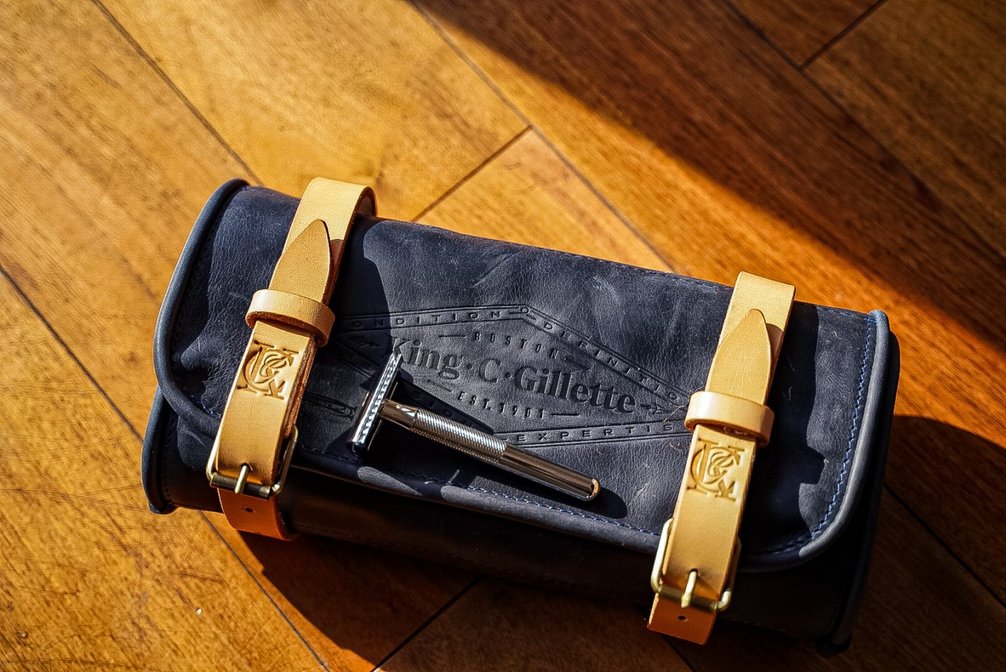 Maketh-the-man-Anton_welcome-king_C_Gillette-wash_bag.jpg