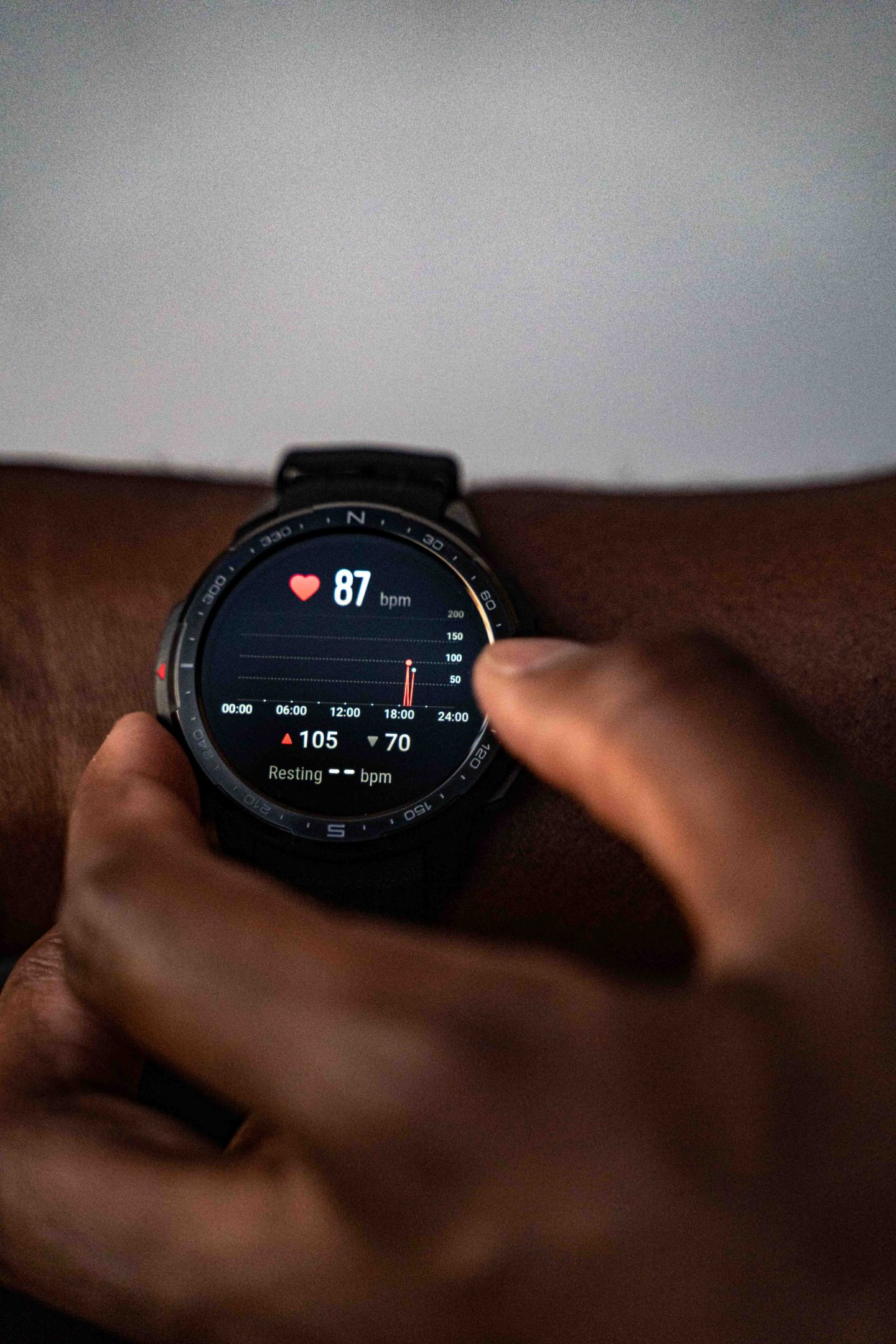 Maketh_the_Man-Anton_Welome-HONOR-watch_GS_Pro-heart-rate-scaled
