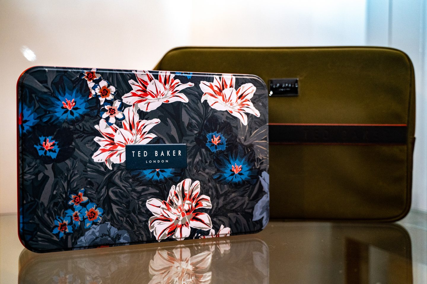7-Maketh_the_Man-Anton_welcome-christmas_2020-Ted_Baker_grooming