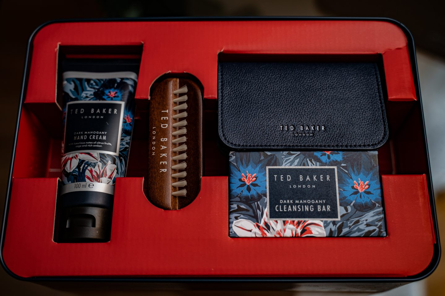 7-Maketh_the_Man-Anton_welcome-christmas_2020-Ted_Baker_grooming-2